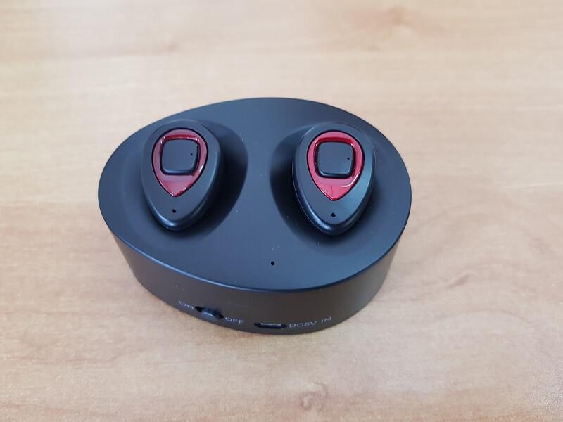 Auricolari wireless Earbuds con tecnologia Twins Stereo e base di ricarica