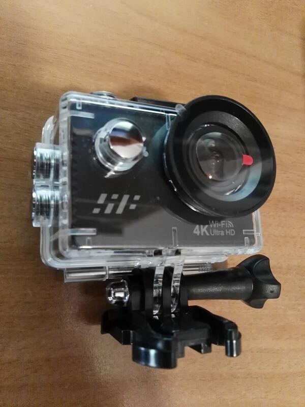 Action cam Siroflo H9R, con inclusa nella confezione vari accessori fra cui la custodia impermeabile