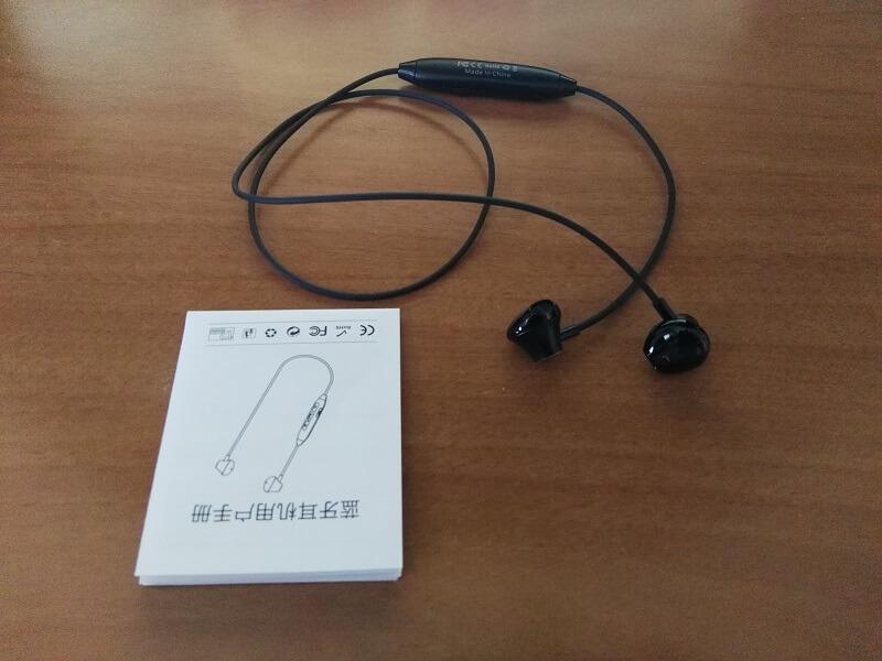 Auricolari stereo MonMall, con parte finale magnetica