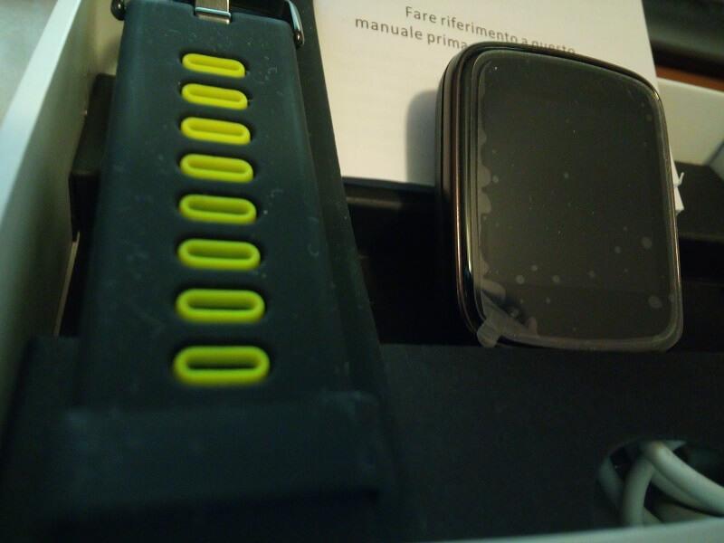 Cinturino dell'orologio di Yamay, con funzioni di notifiche di chiamata, sms ed app come Whatsapp e Facebook Messenger