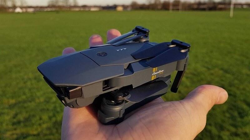 Drone pieghevole Eachine E58
