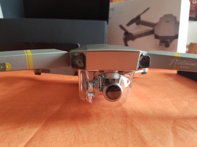 Ottica della videocamera presente sul drone DJI Mavic PRO Platinum