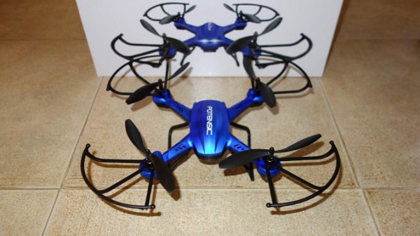 Drone Potensic F181DH, quadricottero economico con telecomando con schermo incluso