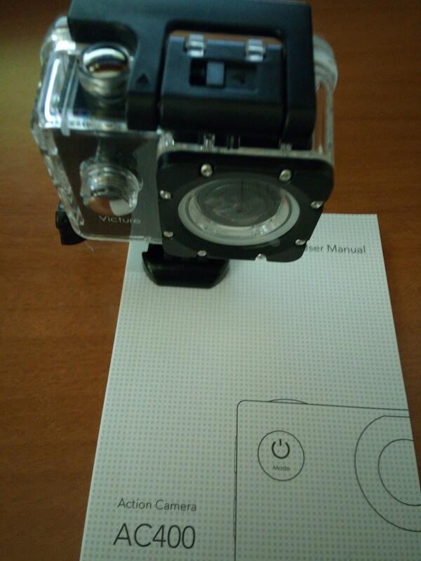 Action cam Victure AC400 subacquea con il suo manuale di istruzioni