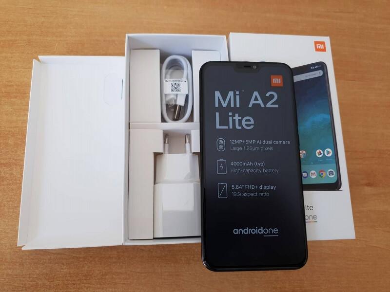 Confezione e accessori del Xiaomi Mi A2 lite