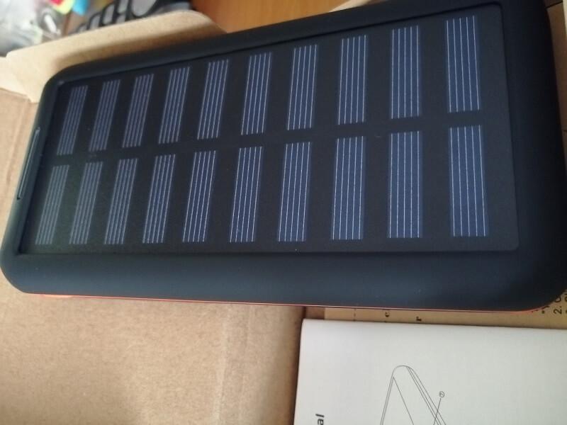 Power Bank Kedron con ricarica ad energia solare da 24.000 mah