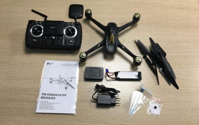 Accessori all'interno della confezione del drone Husban H501S X4 Pro