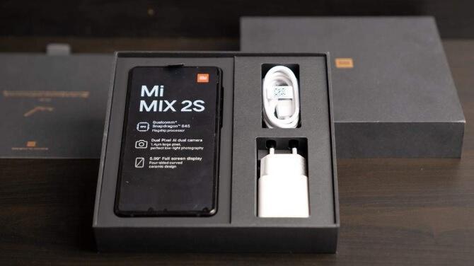 Confezione ed accessori dello Xiaomi Mi Mix 2S